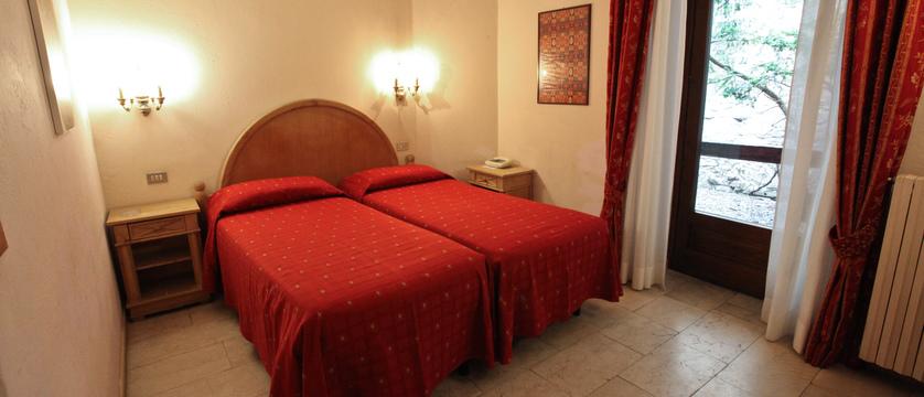 italy_courmayeur_hotel_courmayeur_twinroom.jpg